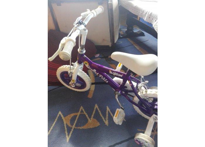 Sprzedawca w dobrym stanie rowerek dla dziecka do 4 lat
